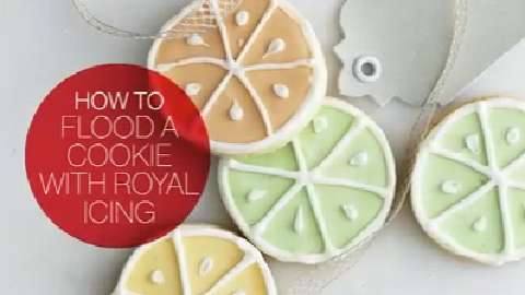 How to flood a cookie with royal icing