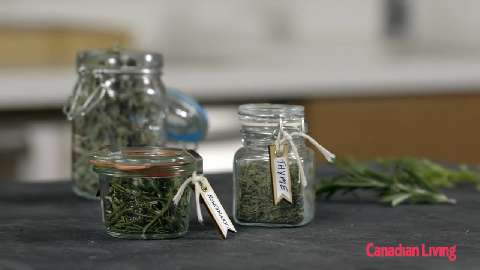 How to dry herbs in minutes