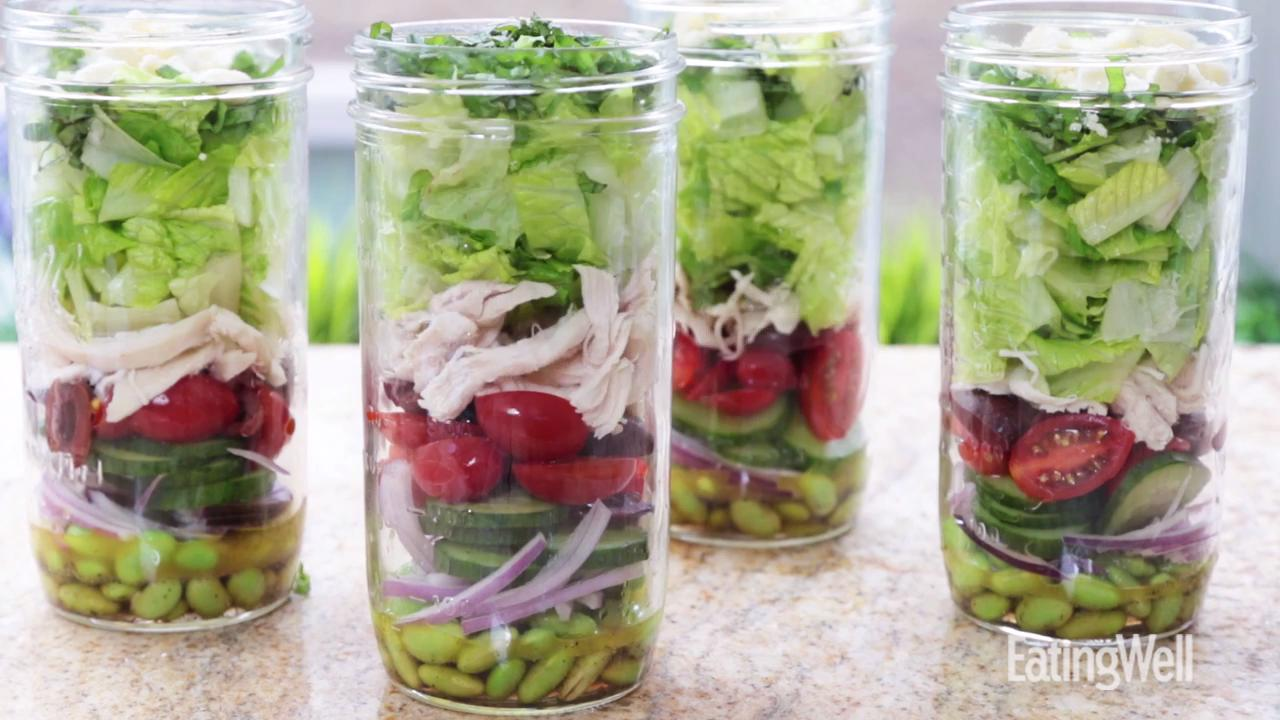 How to Make a Healthy Mason Jar Salad