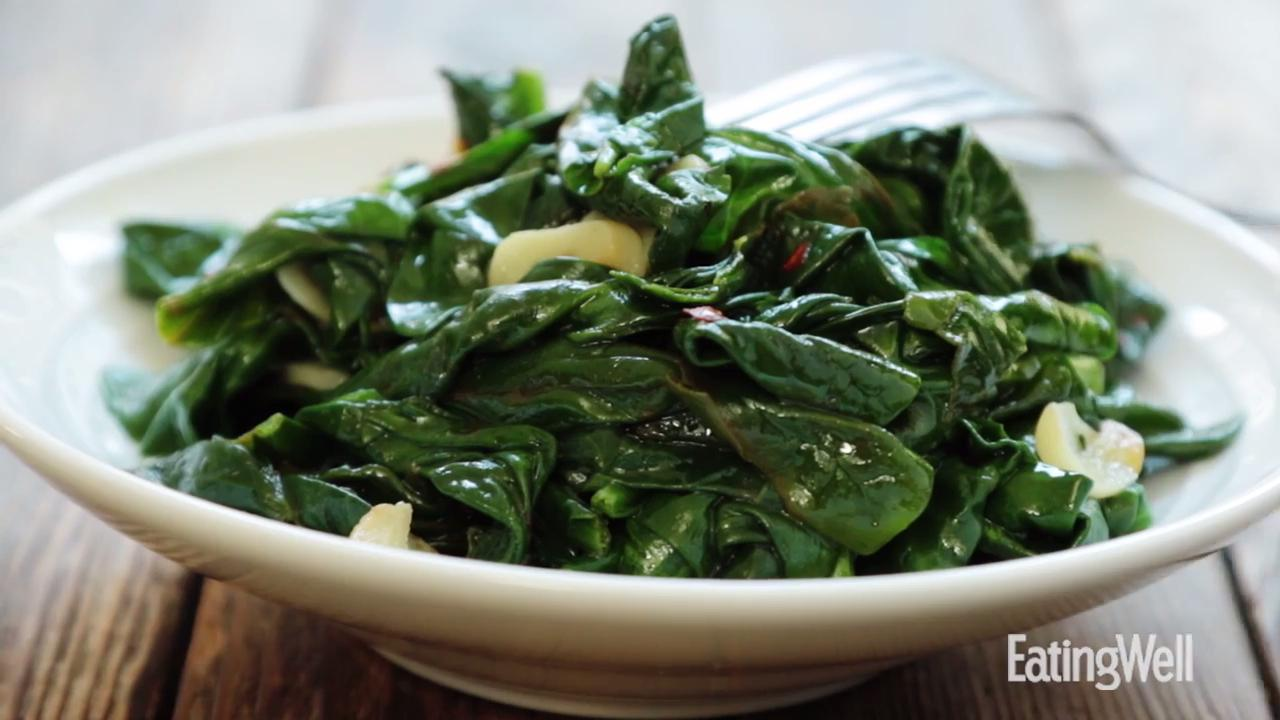 How to Make Simple Sautéed Spinach