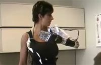 Woman Demos Amazing Bionic Arm