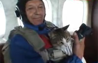 Russian Takes His Cat Skydiving