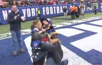 Giants Surprise Veteran with Service Dog