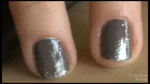 Nail art do-it-yourself with the glitter fade manicure
