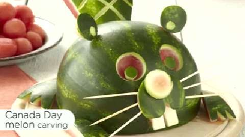 How to carve a beaver out of a watermelon