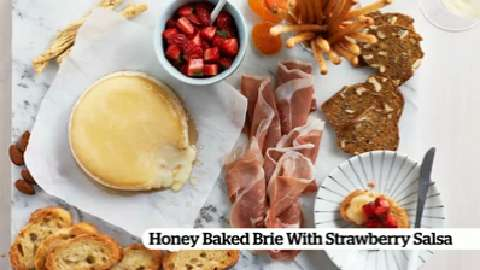 Honey Baked Brie With Strawberry Salsa