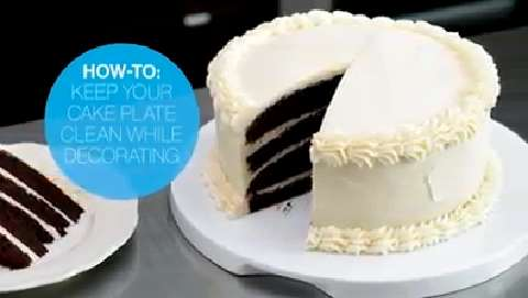 How to keep your cake plate clean while decorating