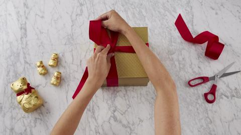 How to tie a Lindt bow