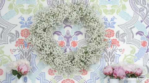 How to make a baby's breath wreath