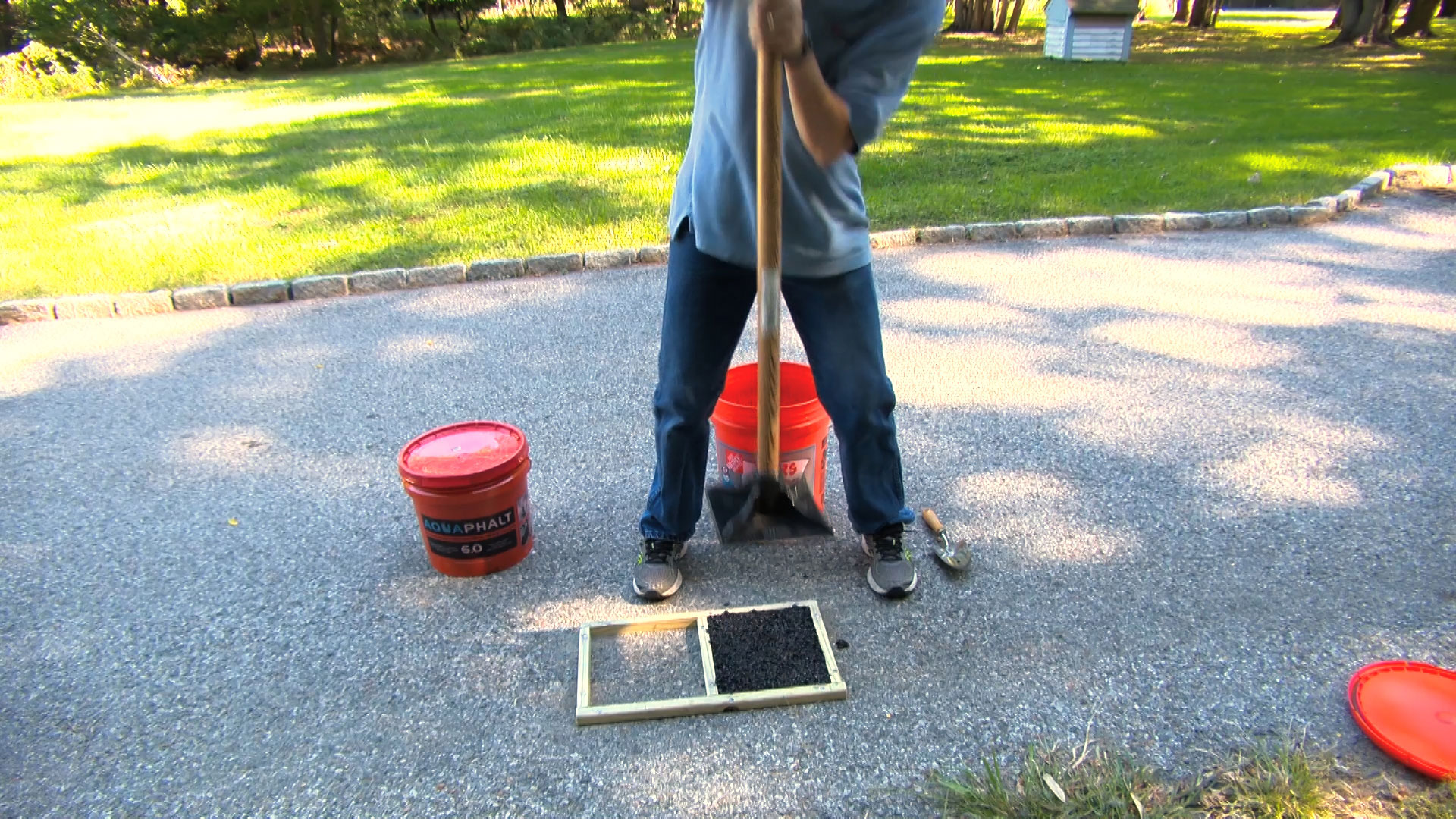 Blacktop patch is ideal for diy driveway repair consumer reports solutioingenieria Choice Image