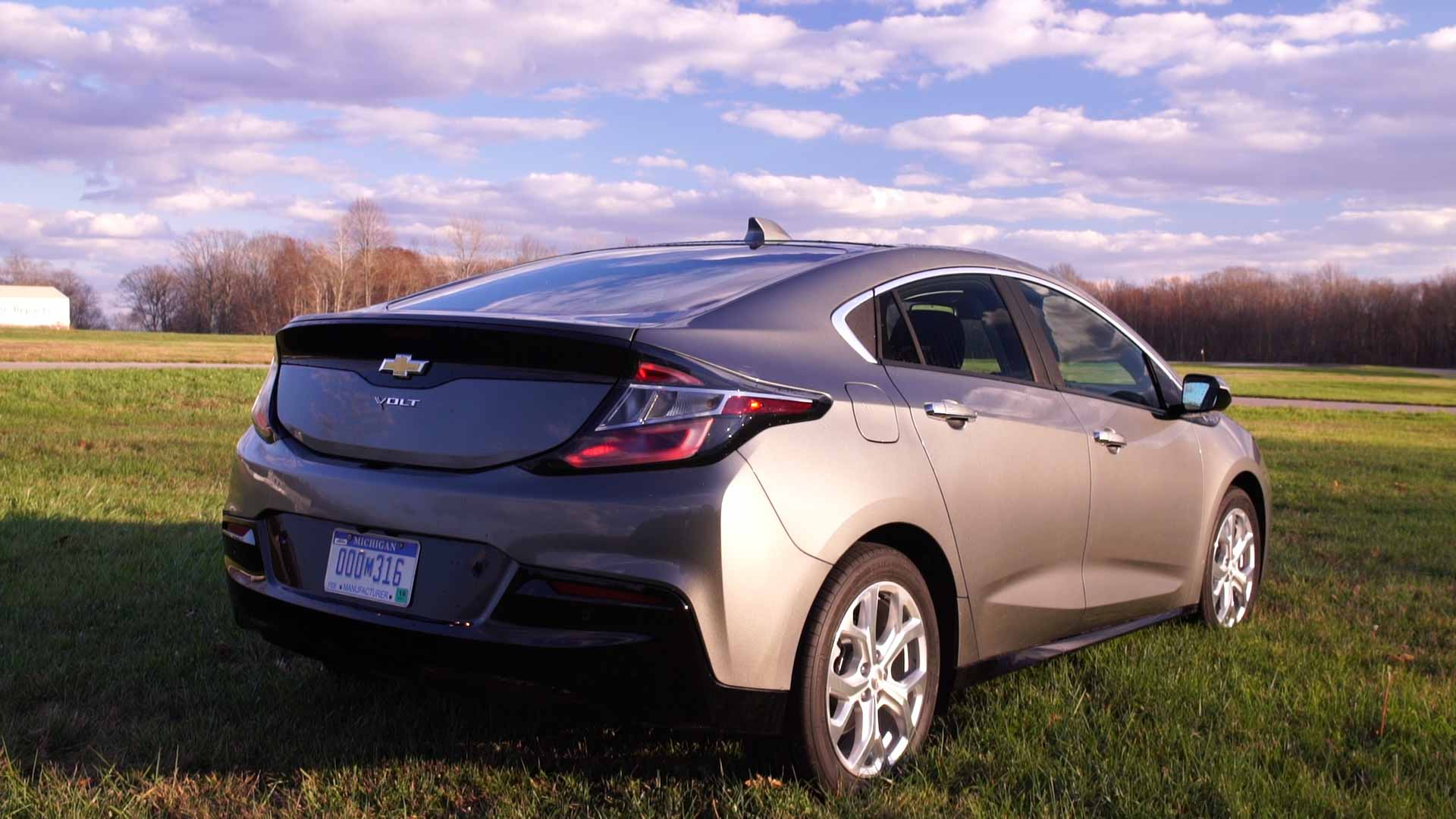 all new 2016 chevrolet volt extends its appeal consumer reports