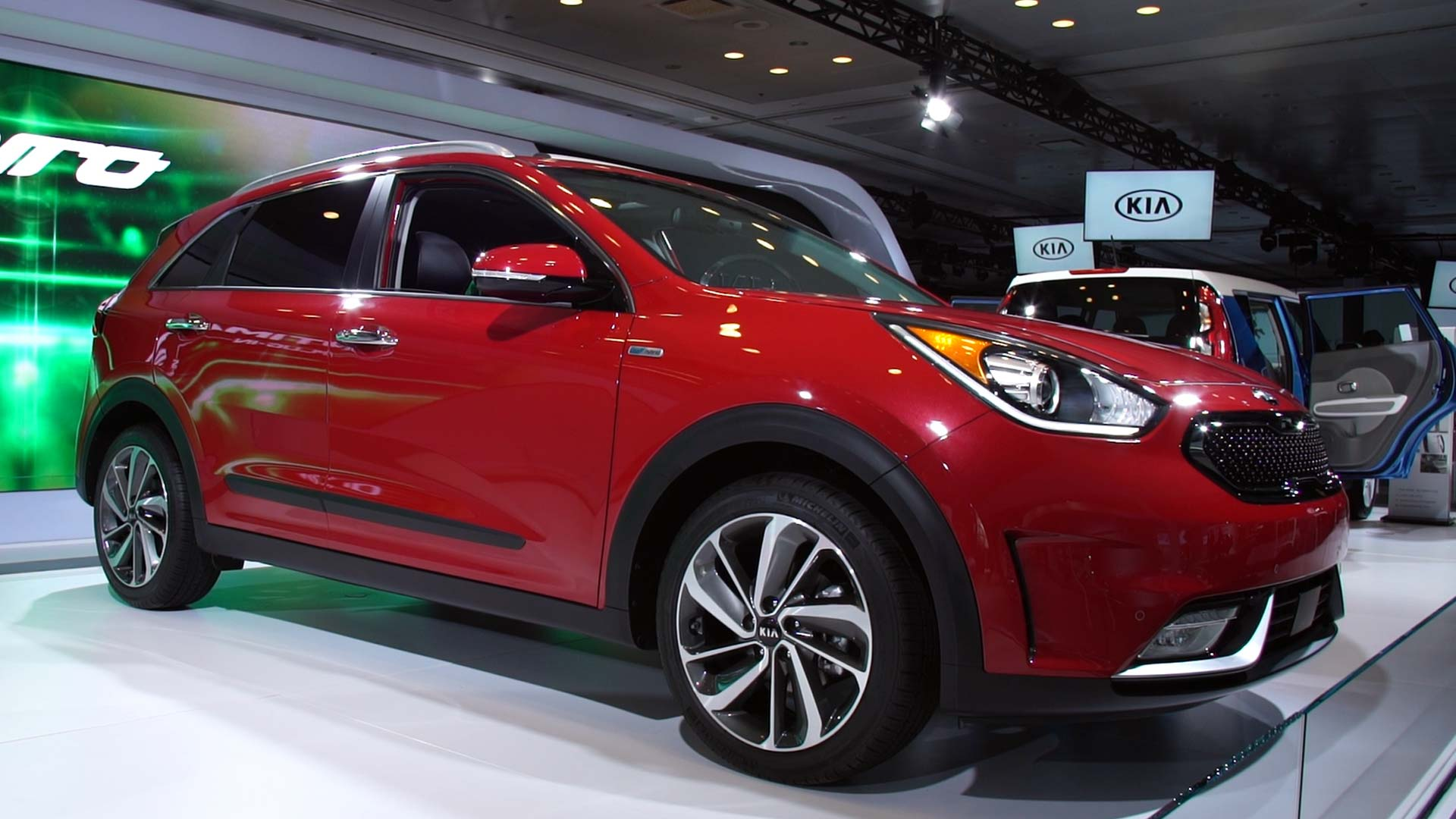 2017 kia niro hybrid aims for toyota prius consumer reports. Black Bedroom Furniture Sets. Home Design Ideas