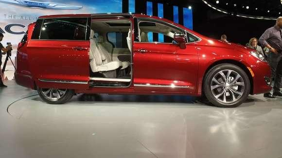 Chrysler Pacifica Attempts to Redefine Minivans