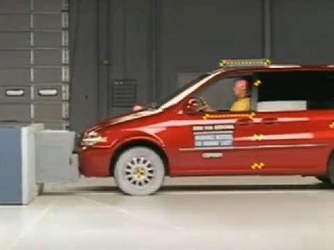 Kia Sedona crash test 2002-2005