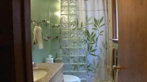 Inexpensive Bathroom Makeovers - Low cost bathroom makeovers