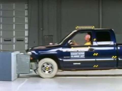 GMC Sierra 1500 crash test 1999-2006