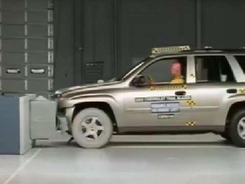 GMC Envoy crash test 2002-2004