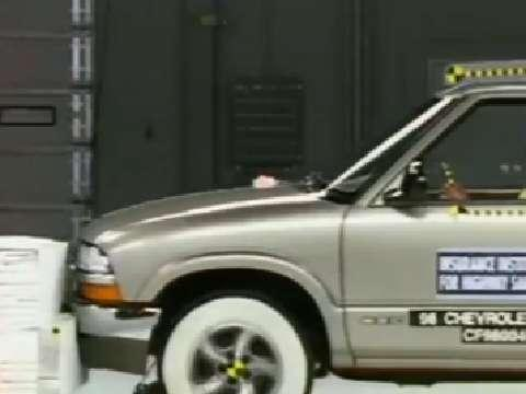 GMC Sonoma crash test 1998-2003