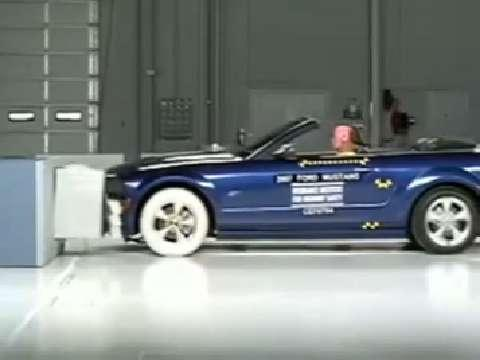 Ford Mustang Convertible crash test 2005-2007