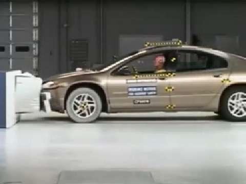 Dodge Intrepid crash test 2000-2004