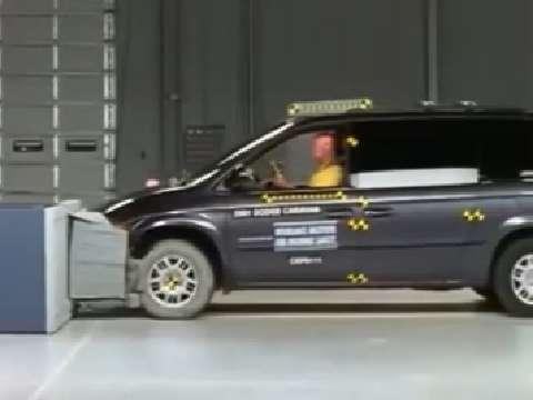 Dodge Grand Caravan crash test 2002-2007