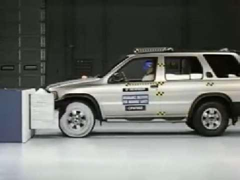 Nissan Pathfinder crash test 1997-2004