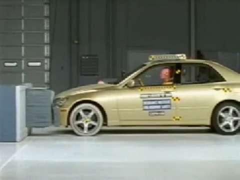 Lexus IS 300 crash test 2002-2005