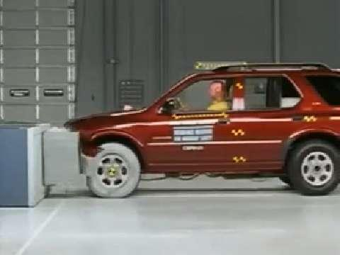 Honda Passport crash test 2002