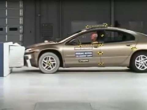 Chrysler Concorde LX crash test 2000-2004