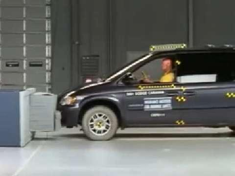 Chrysler Town & Country crash test 2002-2007