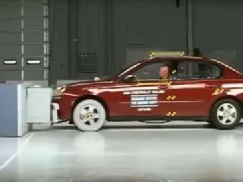 Chevrolet Malibu crash test 2004-2007