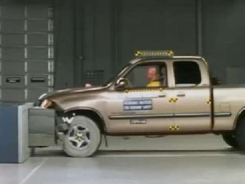 Toyota Tundra crash test 2000-2006