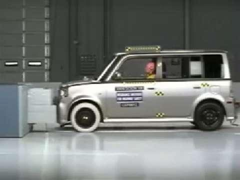 Scion XB crash test 2004-2006