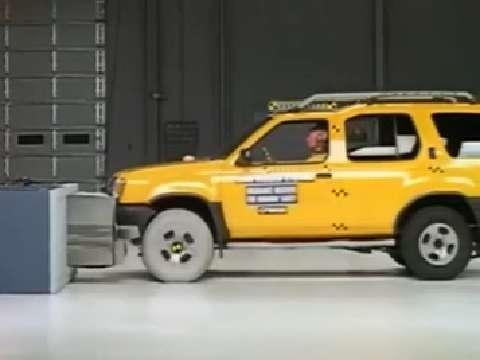 Nissan Xterra crash test 2000-2004