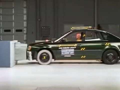Subaru Legacy crash test 2000-2004
