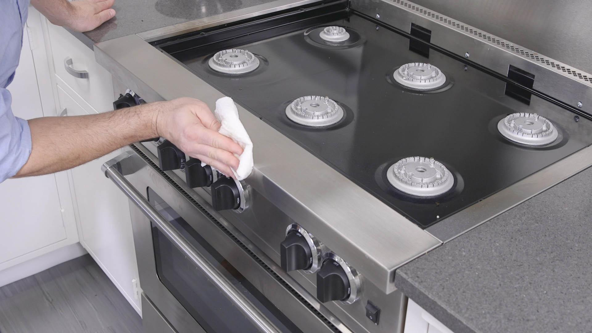Best way to clean an oven top