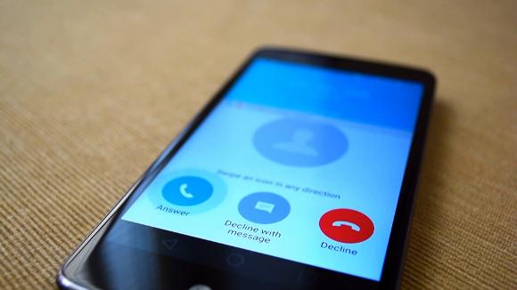 How to Deal With Robocalls and Robotexts