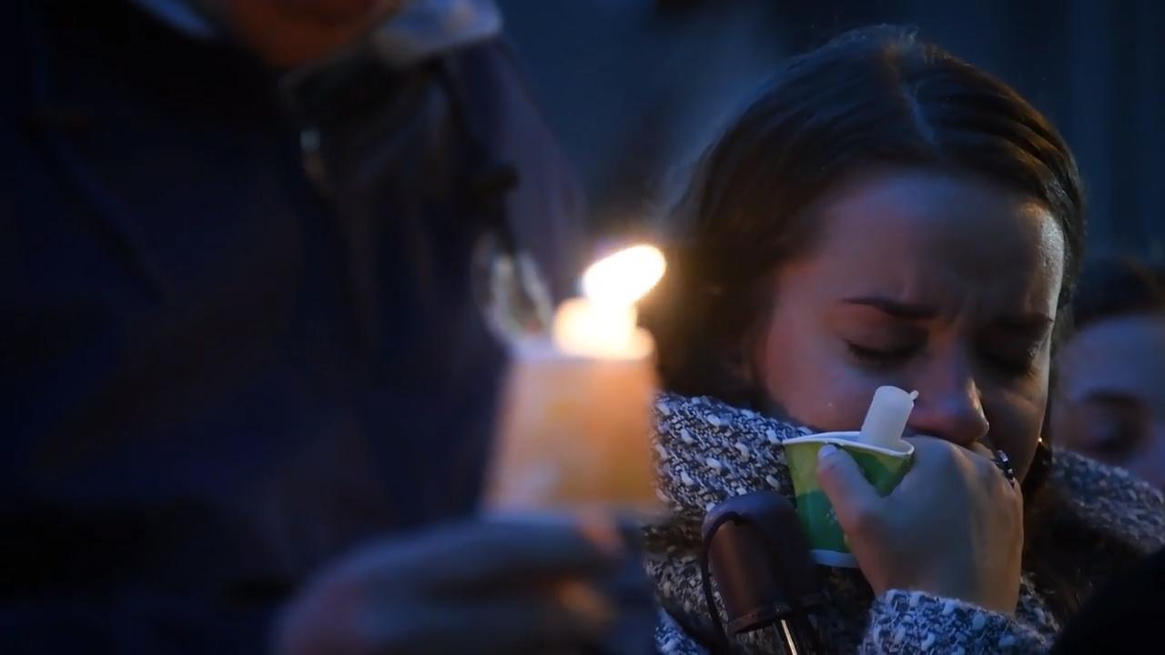 Thousands gather for vigil honoring victims in Squirrel Hill