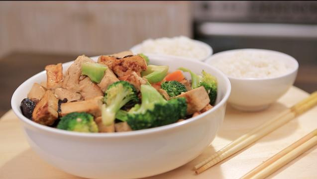 Oyster Tofu and Carrot Stir Fry with Broccoli | Family Feast with Ili