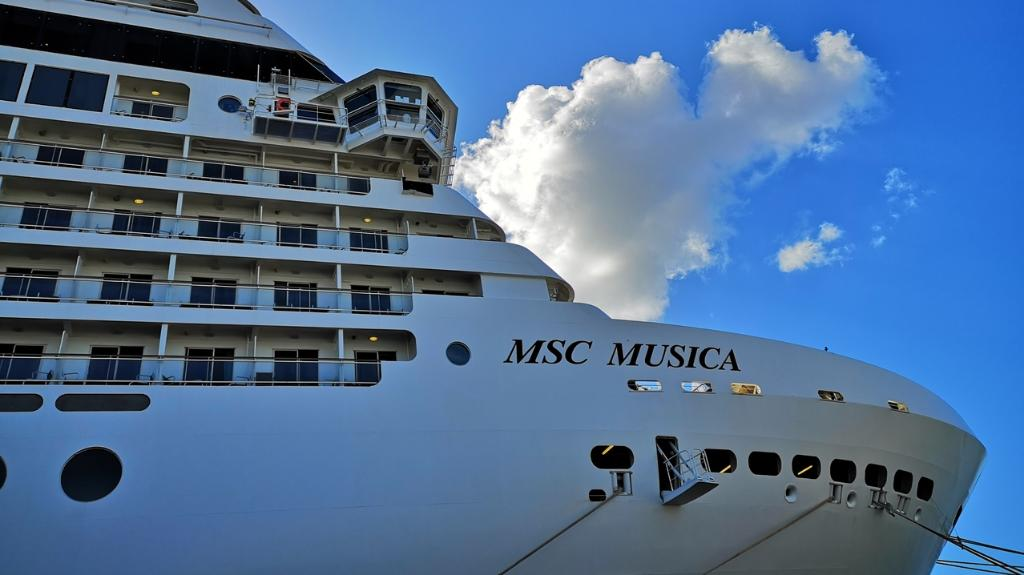 WATCH: Cruising from Durban to Pomene - and the craziness in