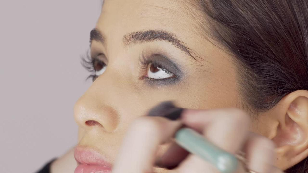 How to Get a Smoky Eye