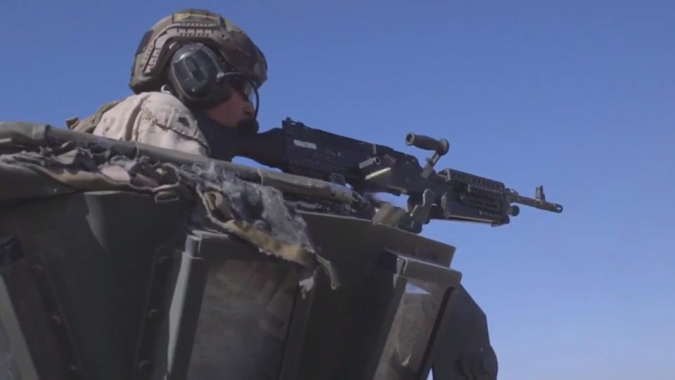 U S  Marines LAR: Firing The M242 Bushmaster Chain Gun